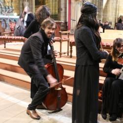 24 notre dame et dernier echauffement du violoncelle